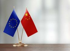 Vlaggen Europa en China